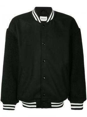 Куртка-бомбер  с полосатой окантовкой monkey time. Цвет: чёрный