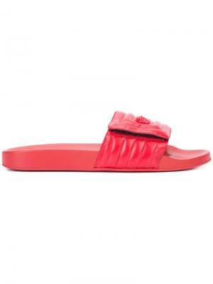 Стеганые тапочки с головой медузы Versace. Цвет: красный
