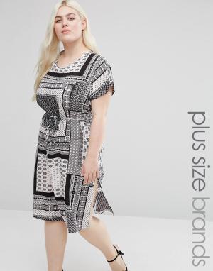 Koko Цельнокройное платье с принтом и разрезами по бокам Plus. Цвет: черный