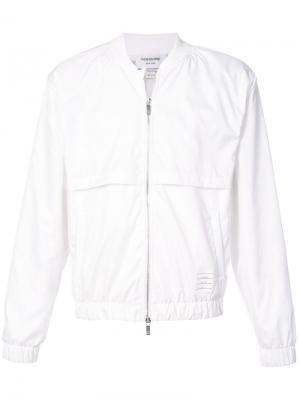 Куртка-бомбер с фирменными полосками на спине Thom Browne. Цвет: белый