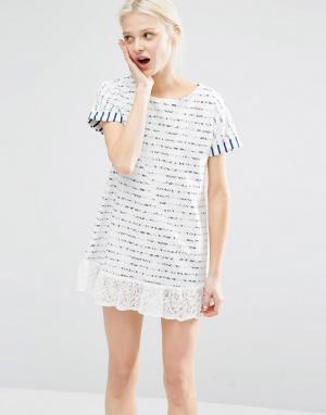 I Love Friday Платье-футболка в бретонскую полоску с кружевной отделкой Frida. Цвет: белый
