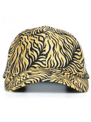 Кепка с тигровыми полосками DressCamp. Цвет: коричневый