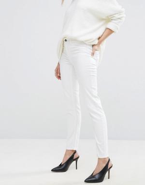 Vila Зауженные джинсы. Цвет: белый