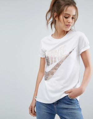 Nike Белая футболка с короткими рукавами и большим логотипом металлик. Цвет: белый
