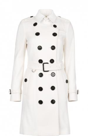 Пальто с поясом Burberry. Цвет: белый
