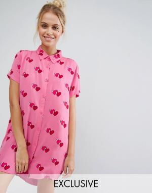 Lazy Oaf Платье-рубашка бойфренда с короткими рукавами и принтом сердечек. Цвет: розовый