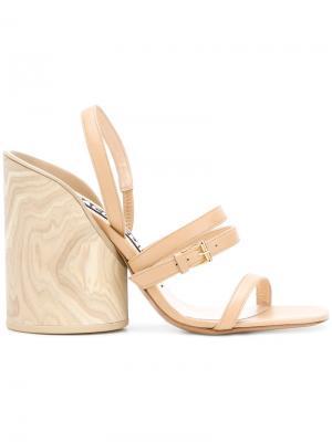 Босоножки на деревянном каблуке Jacquemus. Цвет: коричневый