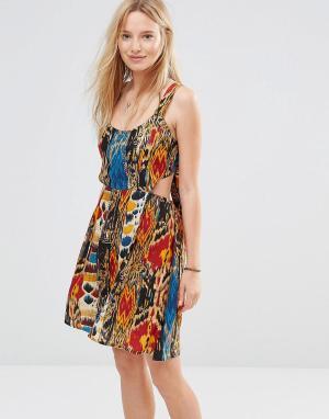 Anmol Пляжное платье с открытой спиной и принтом. Цвет: мульти