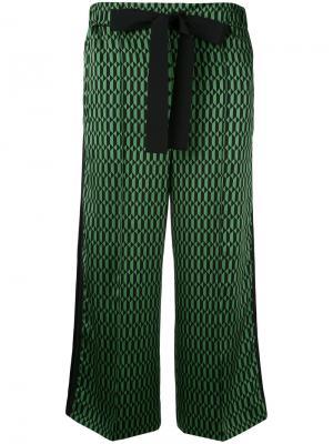 Укороченные брюки с геометрическим принтом Fendi. Цвет: зелёный