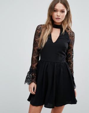 Lipsy Приталенное платье с кружевными вставками. Цвет: черный