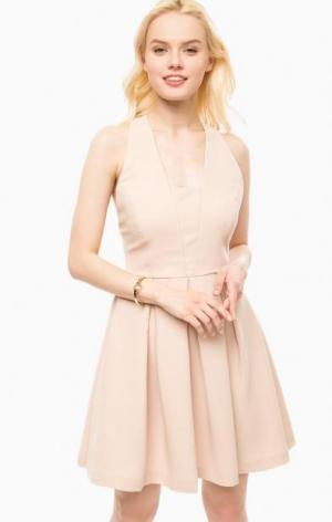 Приталенное бежевое платье с расклешенной юбкой Kocca. Цвет: бежевый