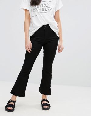 Cheap Monday Укороченные джинсы клеш с напылением. Цвет: черный