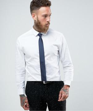 ASOS Белая рубашка скинни с темно-синим галстуком. Цвет: белый