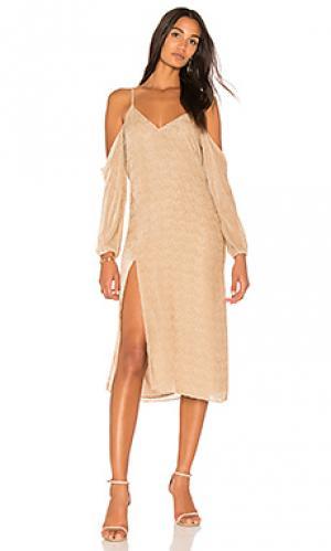 Платье-комбинация с открытыми плечами Michelle Mason. Цвет: беж