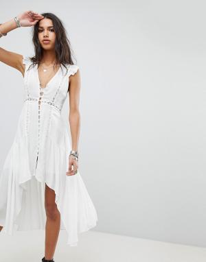 Ebonie n ivory Чайное платье на пуговицах с асимметричным подолом. Цвет: белый