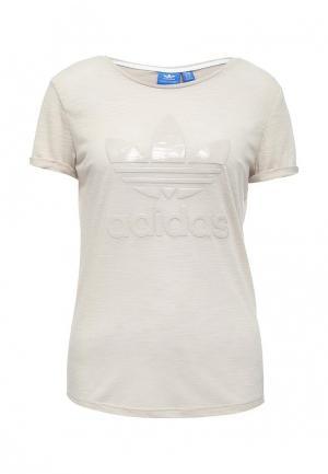 Футболка adidas Originals. Цвет: бежевый