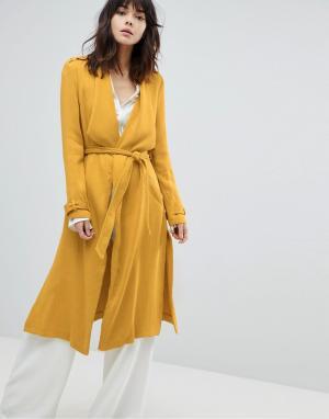 River Island Пальто с поясом. Цвет: желтый