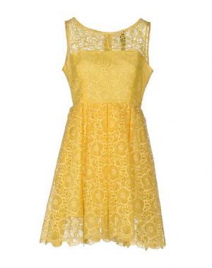 Короткое платье NORA BARTH. Цвет: желтый