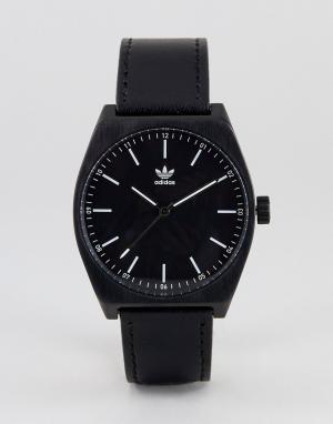 Adidas Часы с черным кожаным ремешком Z05 Process. Цвет: черный
