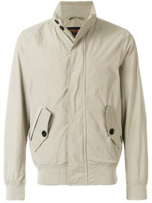 Куртка-ветровка на молнии Woolrich. Цвет: телесный