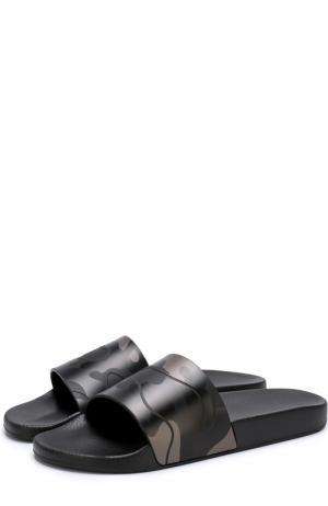 Резиновые шлепанцы  Garavani с камуфляжным принтом Valentino. Цвет: черный