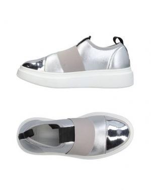 Низкие кеды и кроссовки FESSURA. Цвет: серебристый