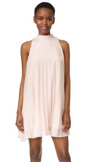 Платье-трапеция Holly Shimmer со складками cupcakes and cashmere. Цвет: розовый