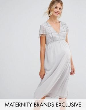 Maya Maternity Платье миди для беременных с бахромой и пайетками. Цвет: серебряный