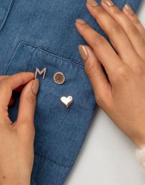 Johnny Loves Rosie Набор значков в форме сердца и инициала М от. Цвет: золотой
