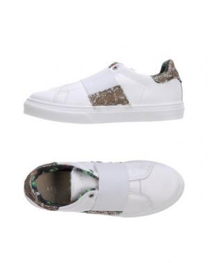 Низкие кеды и кроссовки LE CROWN. Цвет: белый