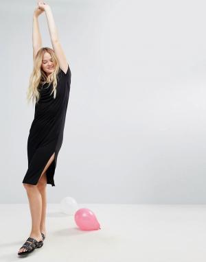 Monki Длинное платье-футболка. Цвет: черный