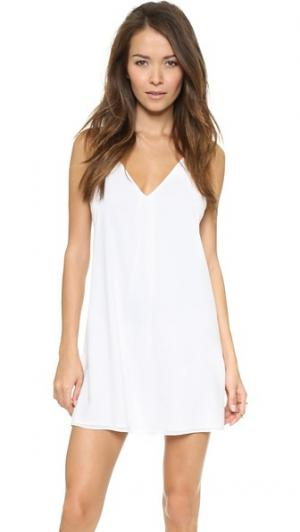 Платье Fierra с Y-образной спинкой без рукавов alice + olivia. Цвет: белый