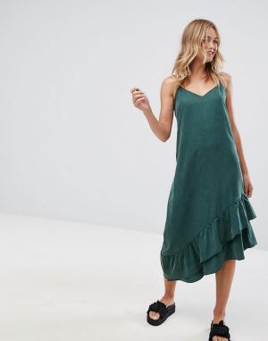 Monki Асимметричное платье-комбинация миди. Цвет: зеленый