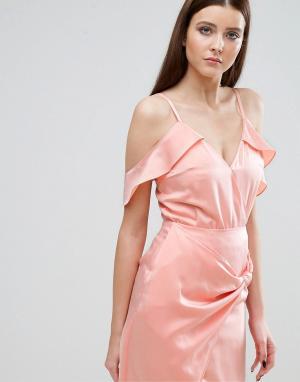 Lavish Alice Боди с открытыми плечами и оборками. Цвет: розовый