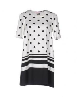Короткое платье ALFONSO RAY. Цвет: белый