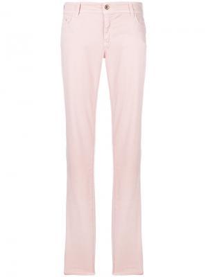 Зауженные джинсы Armani Jeans. Цвет: розовый и фиолетовый