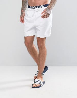 Calvin Klein Пляжные шорты с двойным поясом ID Intense Power. Цвет: белый