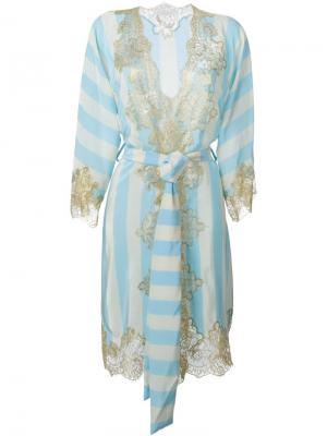 Полосатый халат с кружевной отделкой Rosamosario. Цвет: синий