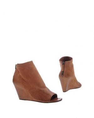 Полусапоги и высокие ботинки EL. Цвет: желто-коричневый