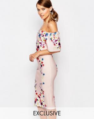 True Violet Платье-футляр с принтом и рюшами. Цвет: мульти