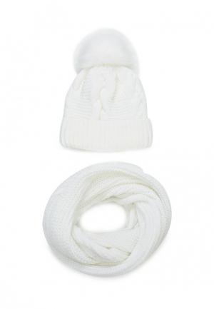 Комплект шапка и снуд Fete. Цвет: белый