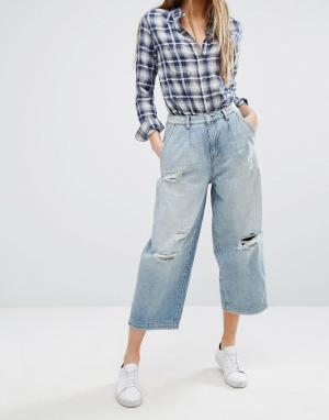 Only Широкие укороченные джинсы с дырками. Цвет: синий