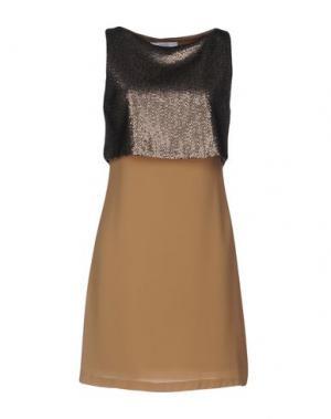 Короткое платье KAOS. Цвет: верблюжий