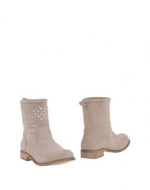 Полусапоги и высокие ботинки MISS ROBERTA. Цвет: бежевый