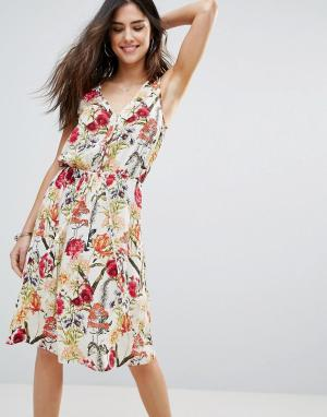 Soaked in Luxury Короткое притпленное платье с цветочными вставками. Цвет: мульти