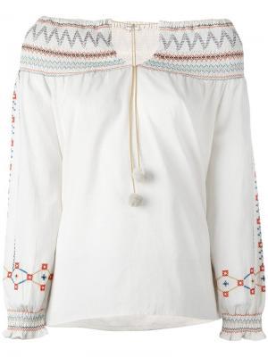 Блузка с открытыми плечами и цветочной вышивкой Vilshenko. Цвет: телесный