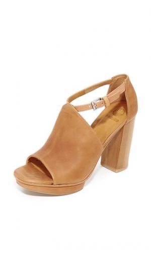 Сандалии на платформе поводок Coclico Shoes. Цвет: сахара
