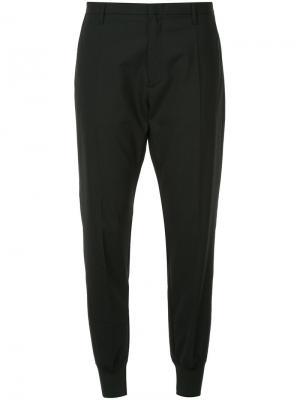 Строгие брюки с манжетами Hope. Цвет: чёрный