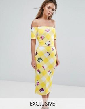 True Violet Платье миди с открытыми плечами. Цвет: мульти