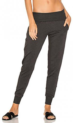 Cozy fleece foldover sweatpant Beyond Yoga. Цвет: серый